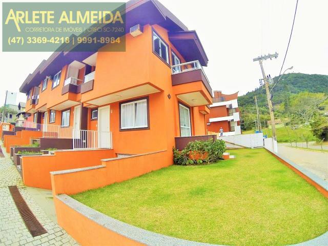 Casa Codigo 384 para Temporada no bairro Quatro Ilhas na cidade de Bombinhas