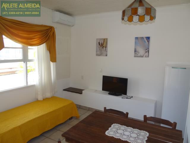 8 - sala de estar apartamento locação porto belo