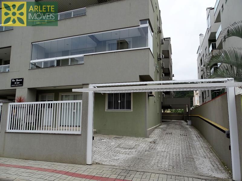 9 - garagem apartamento locação bombas