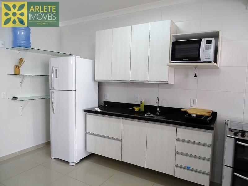 21 - cozinha apartamento locação bombas