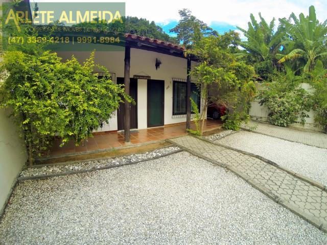 Casa Codigo 714 a Venda no bairro-Centro na cidade de Porto Belo