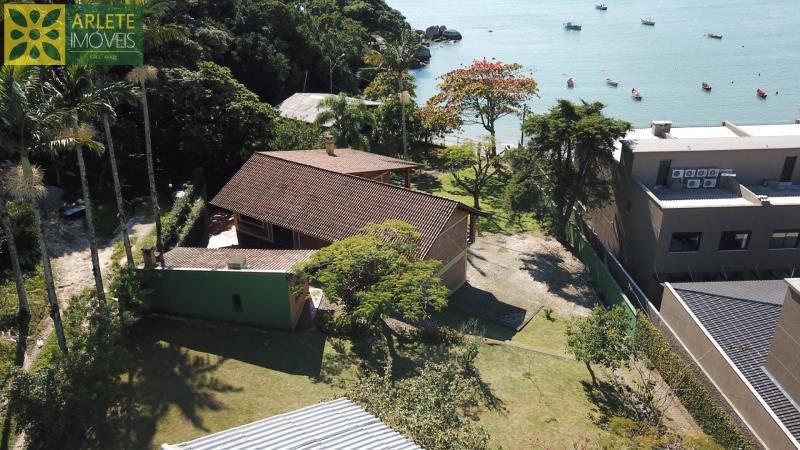 Casa Codigo 707 a Venda no bairro-Centro na cidade de Porto Belo