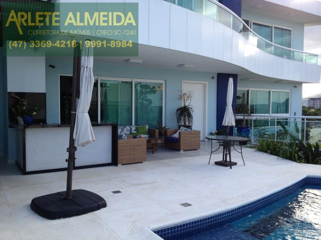 Casa Codigo 806 a Venda no bairro-Vila Nova na cidade de Porto Belo