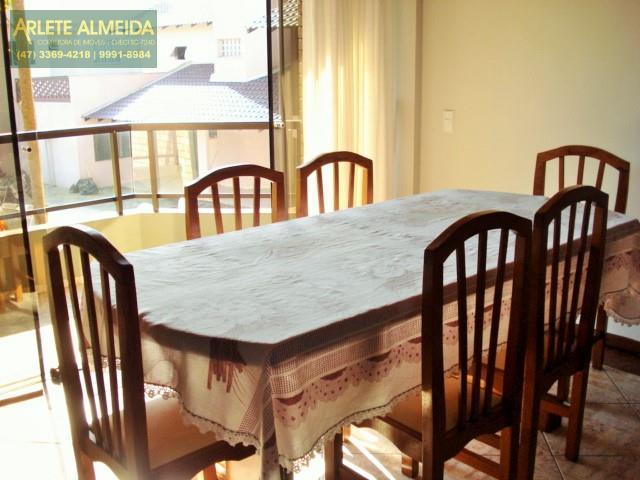 11 - mesa de almoço e jantar locação bombinhas