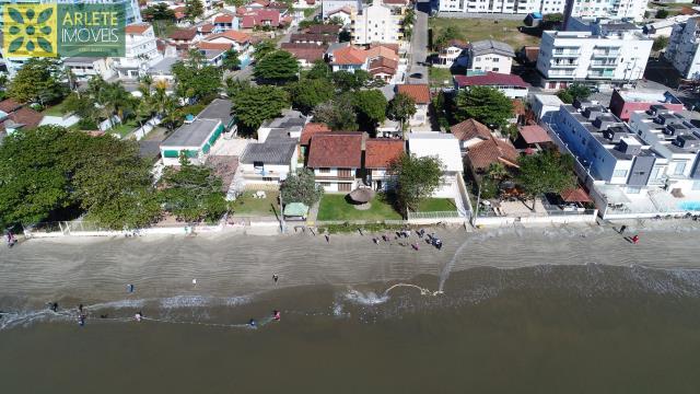 Casa Codigo 998 a Venda no bairro-Perequê na cidade de Porto Belo