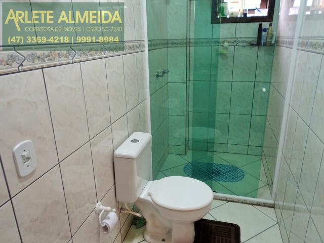 17 - banheiro social apartamento locação bombas