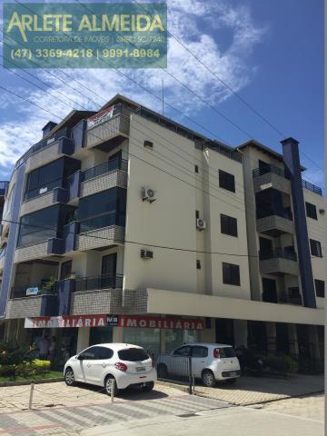 2 - Fachada de prédio, com cobertura à venda, em Bombas/Bombinhas.