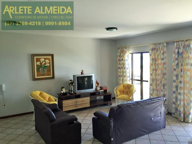 6 - Sala de cobertura à venda (foto 2), em Bombas/Bombinhas.