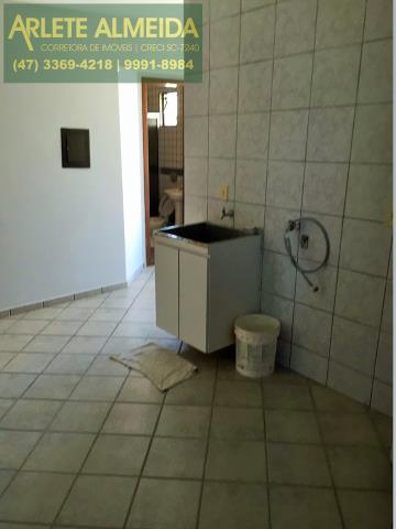 23 - Área de serviço (foto 1), em cobertura à venda, em Bombas/Bombinhas.