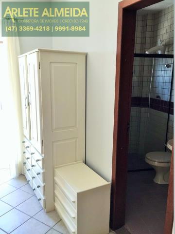 29 - Banheiro da suíte 3 (foto 1), de cobertura à venda, em Bombas/Bombinhas.