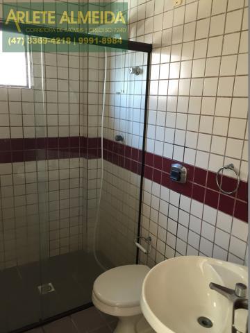 30 - Banheiro da suíte 3 (foto 2), de cobertura à venda, em Bombas/Bombinhas.