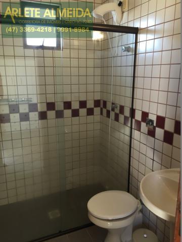 35 - Banheiro da suíte 4 (foto 1), de cobertura à venda, em Bombas/Bombinhas.