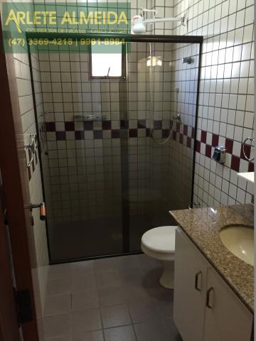44 - Banheiro Social 2 (foto 1), de cobertura à venda, em Bombas/Bombinhas.