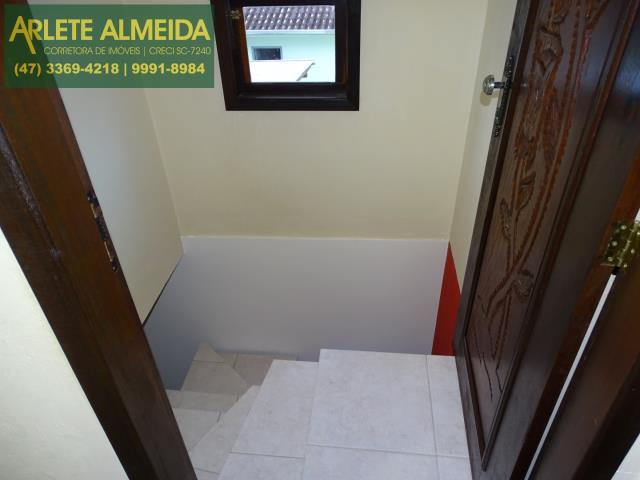 33 - escadaria andar superior