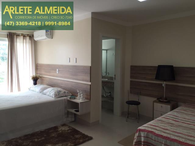 Apartamento Codigo 515 para Temporada no bairro Centro na cidade de Bombinhas