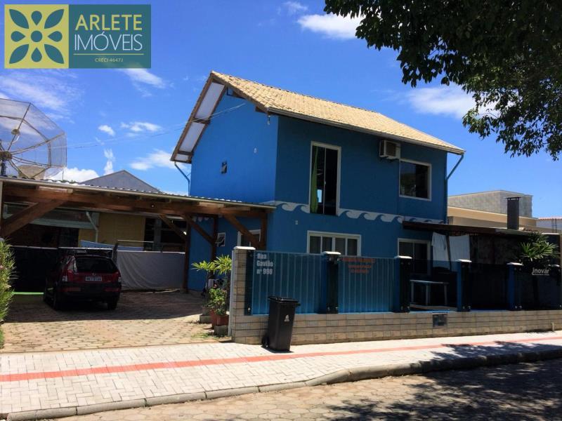 Casa Codigo 480 para Temporada no bairro Bombas na cidade de Bombinhas