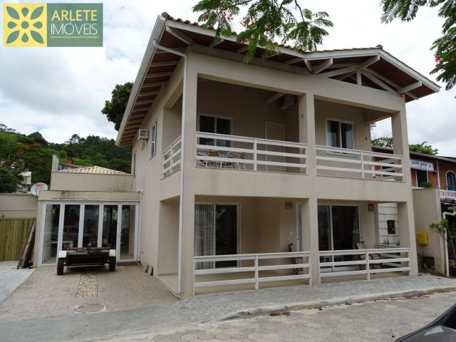 Casa Codigo 54 para Temporada no bairro Centro na cidade de Porto Belo