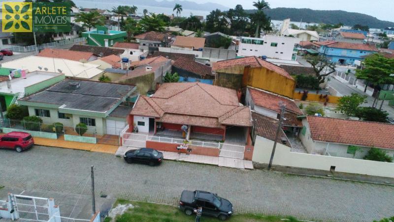 Casa Codigo 1873 a Venda no bairro Centro na cidade de Porto Belo