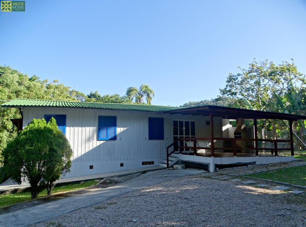 Casa-Codigo-374-a-Venda-no-bairro-Quatro-Ilhas-na-cidade-de-Bombinhas