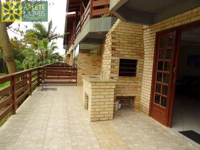 Apartment Codigo 405 para Temporada no bairro Bombas na cidade de Bombinhas