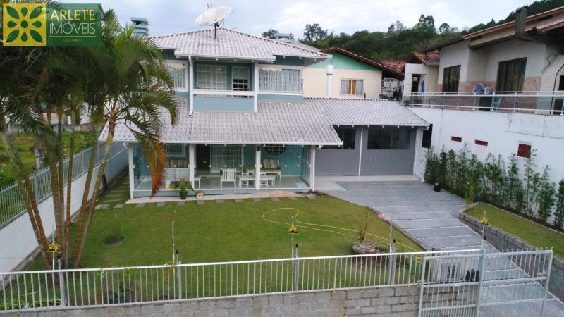 Casa Codigo 1456 a Venda no bairro-Centro na cidade de Porto Belo