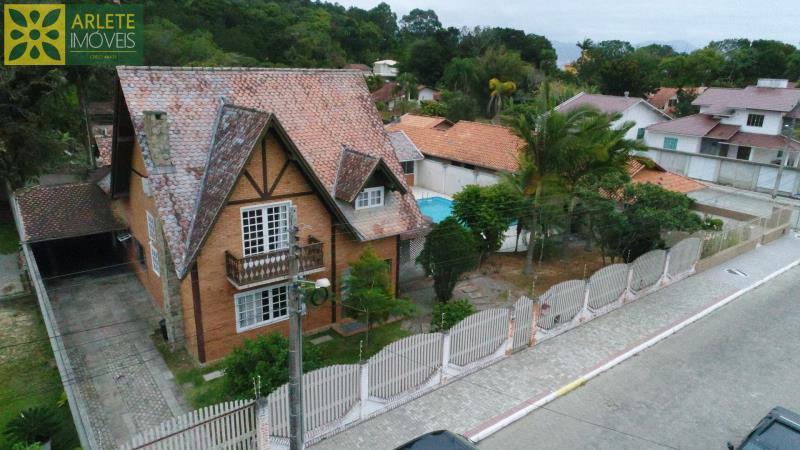 Casa Codigo 1457 a Venda no bairro-Centro na cidade de Porto Belo