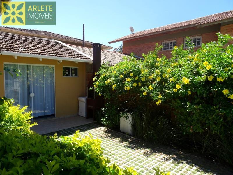 Casa Codigo 99 para Temporada no bairro Centro na cidade de Porto Belo