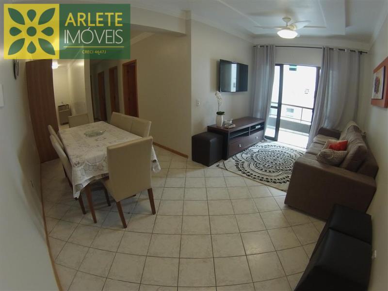 Apartamento Codigo 309 para Temporada no bairro Centro na cidade de Bombinhas