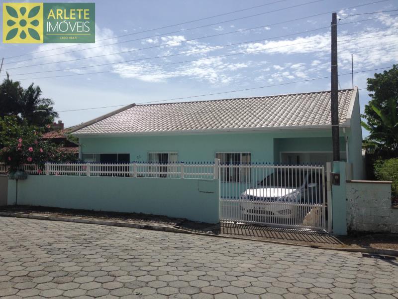 Casa Codigo 1533 a Venda no bairro-Perequê na cidade de Porto Belo