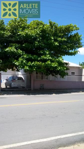 Casa Codigo 1534 a Venda no bairro-Perequê na cidade de Porto Belo
