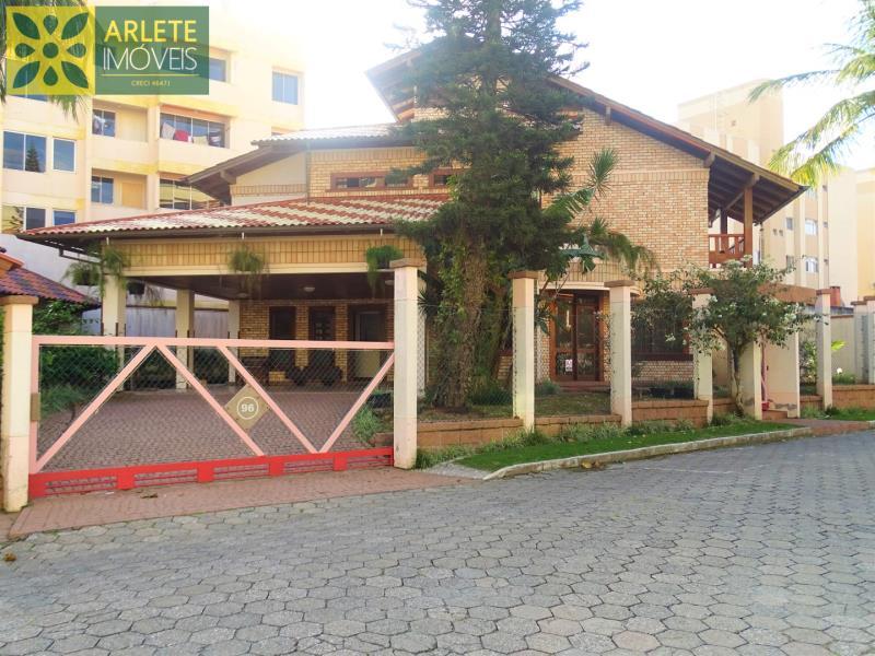 Casa Codigo 409 para Temporada no bairro Bombas na cidade de Bombinhas