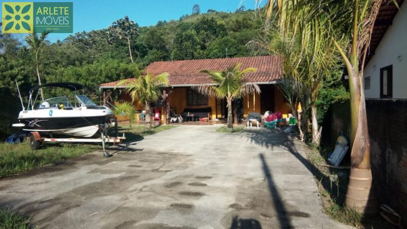 Casa Codigo 2180 a Venda no bairro-Centro na cidade de Porto Belo