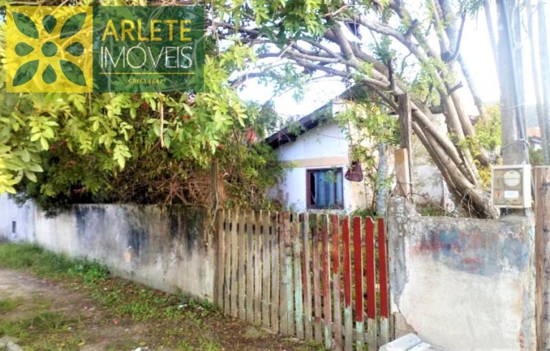 Casa Codigo 2177 a Venda no bairro-Centro na cidade de Porto Belo