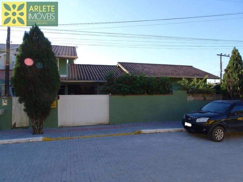 Casa Codigo 2183 a Venda no bairro Centro na cidade de Porto Belo