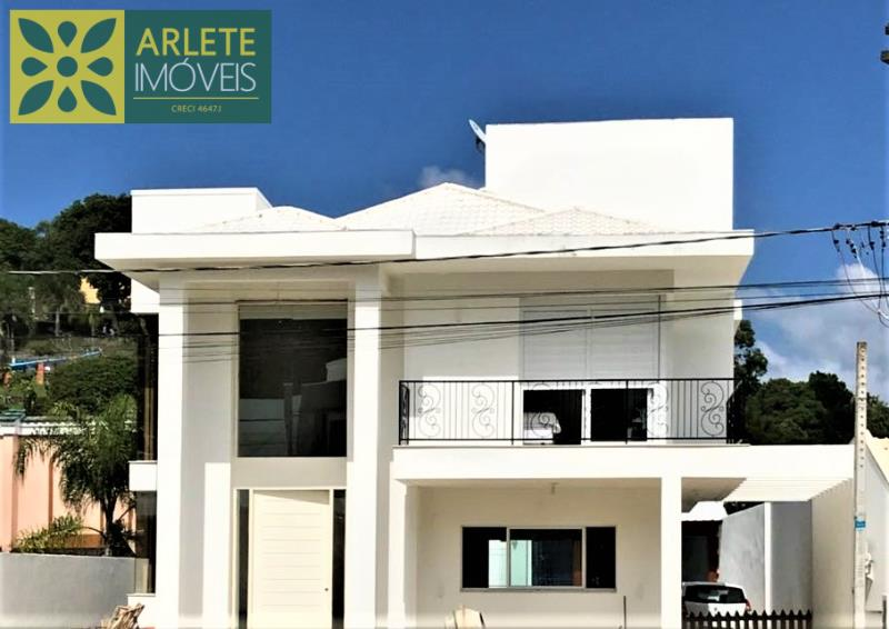 Casa Codigo 2186 a Venda no bairro-Centro na cidade de Porto Belo