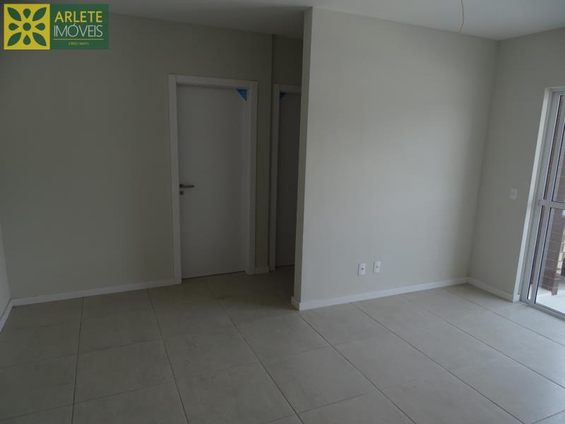 12 - sala integrada e porta entrada