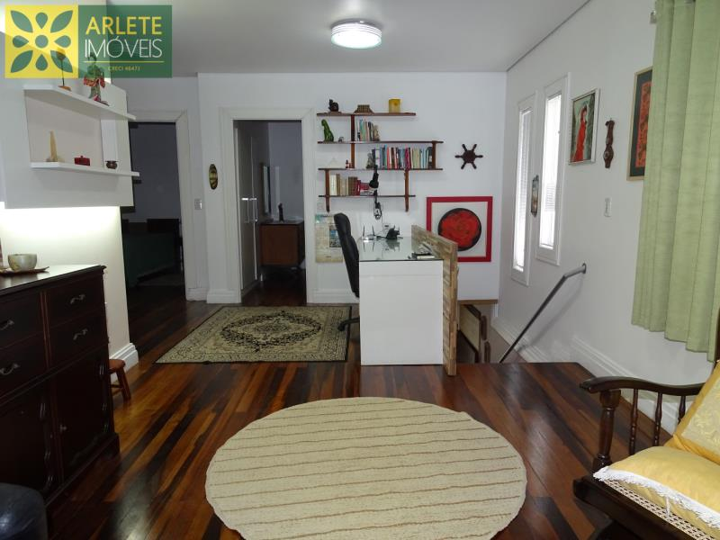 13 - sala de estar andar superior casa beira mar locação centro porto belo