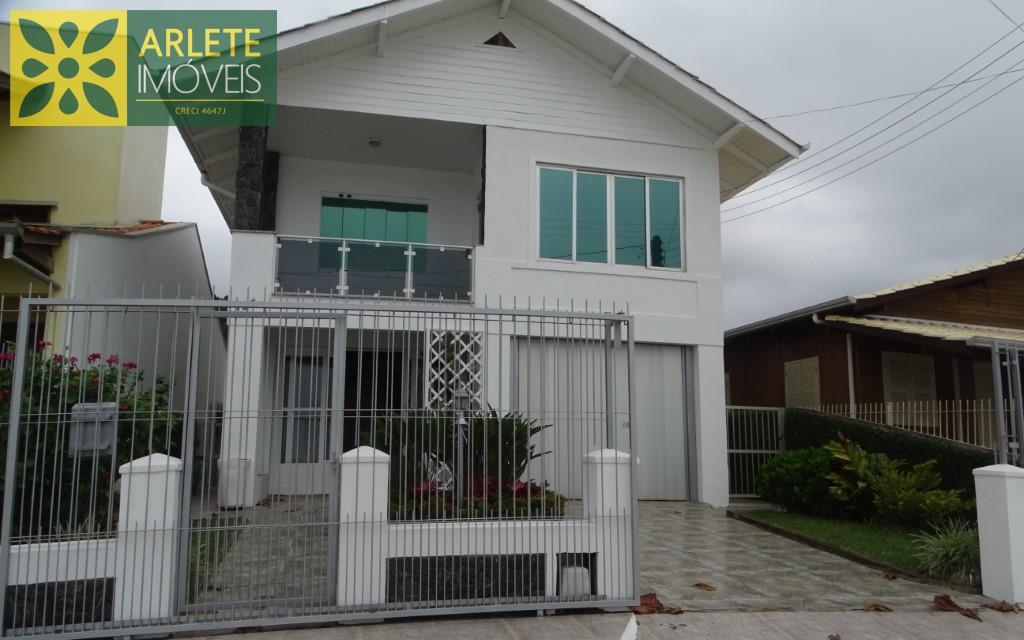 House Codigo 192 para Temporada no bairro Centro na cidade de Porto Belo