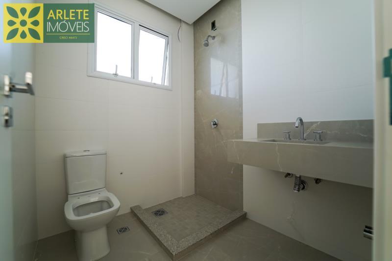 9 - banheiro venda apartamento bombinhas