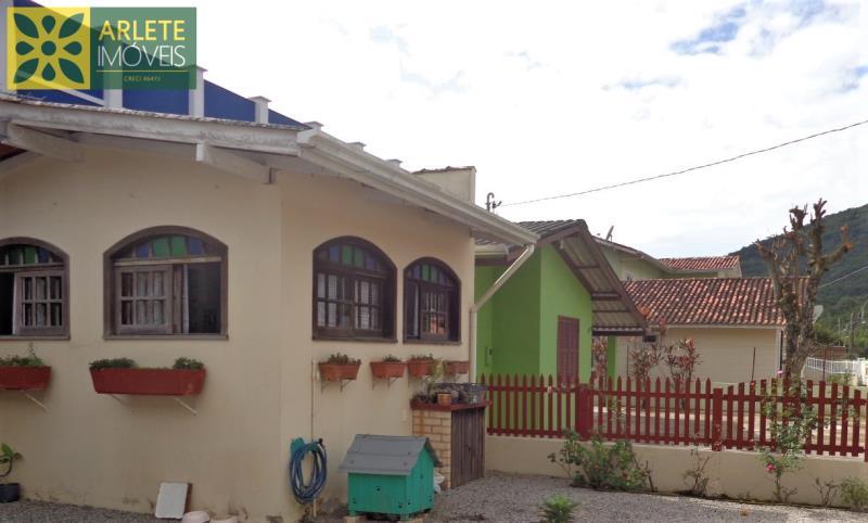 Casa Codigo 1668 a Venda no bairro-Centro na cidade de Porto Belo