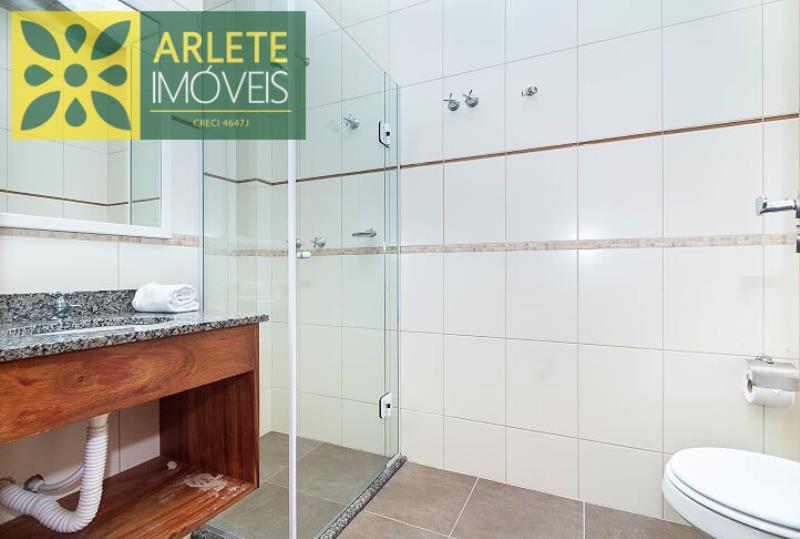 4 - banheiro superior apartamento aluguel bombinhas