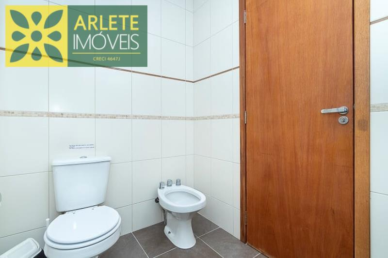 5 - banheiro superior apartamento aluguel bombinhas