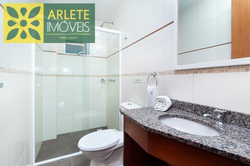 11 - banheiro social apartamento aluguel bombinhas