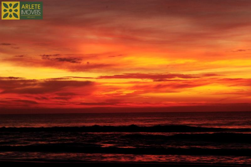 12 - Foto de fantástico crepúsculo de casa frente mar, em Mariscal/Bombinhs