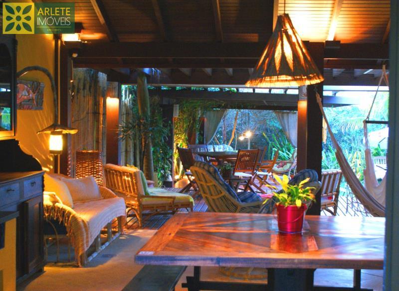 13 - Área de estar com churrasqueira de casa frente mar, em Mariscal/Bombinhs