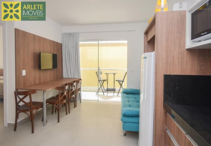 3 - sala e cozinha apartamento locação mariscal