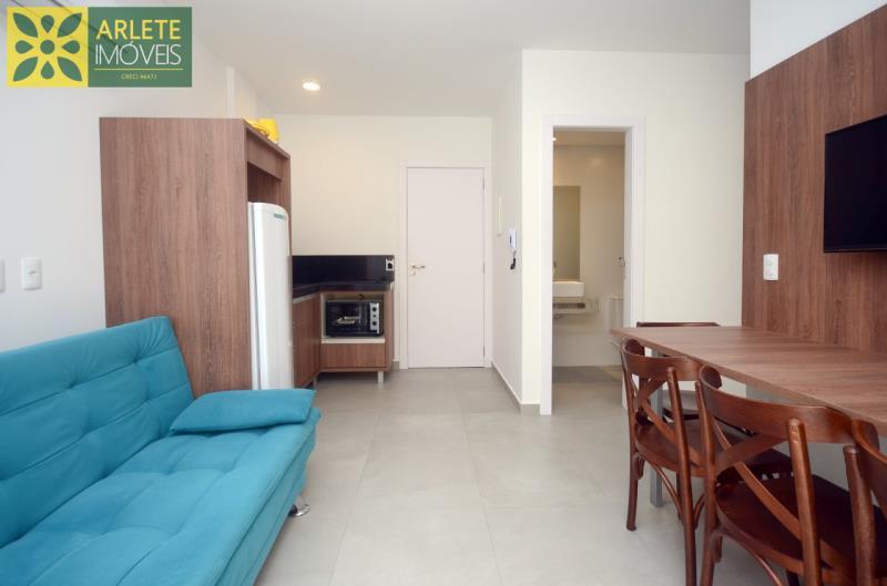 2 - sala e cozinha conjugados apartamento locação mariscal