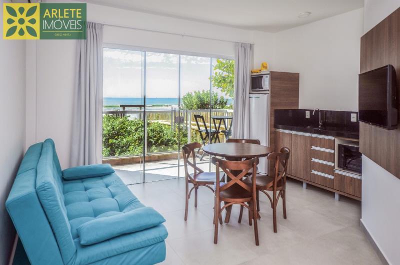 2 - sala de estar e cozinha conjugados com vista apartamento locação mariscal