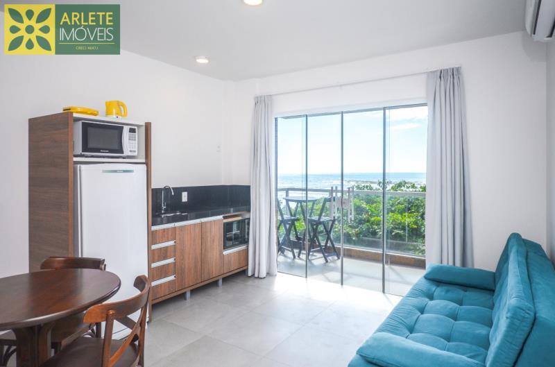 5 - cozinha e sala conjugados apartamento locação mariscal