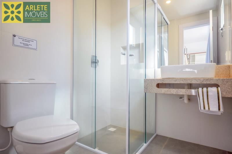8 - banheiro suíte apartamento locação mariscal